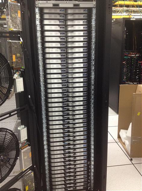Server chứa 160 máy Mac min